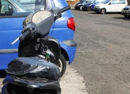 Padre madre e neonato in scooter: genitori denunciati  e multati a Catania