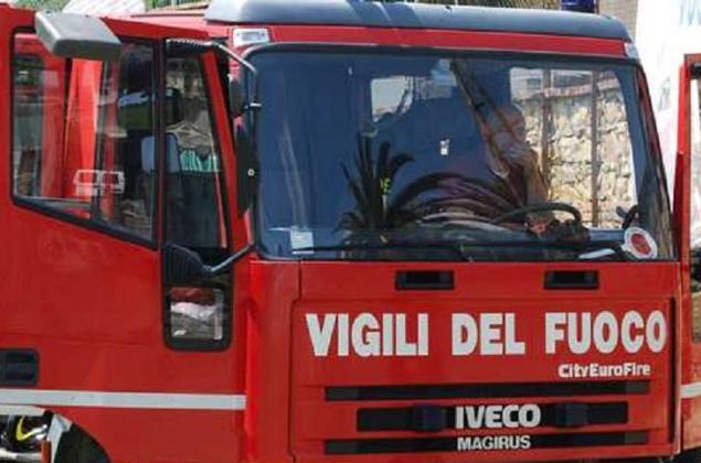 Crolla un cornicione a Catania, evacuate 11 abitazioni ed una farmacia