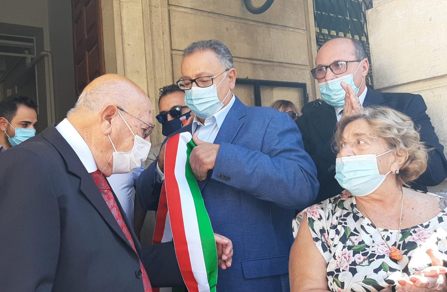 Si è insediato a Bronte il nuovo sindaco Pino Firrarello