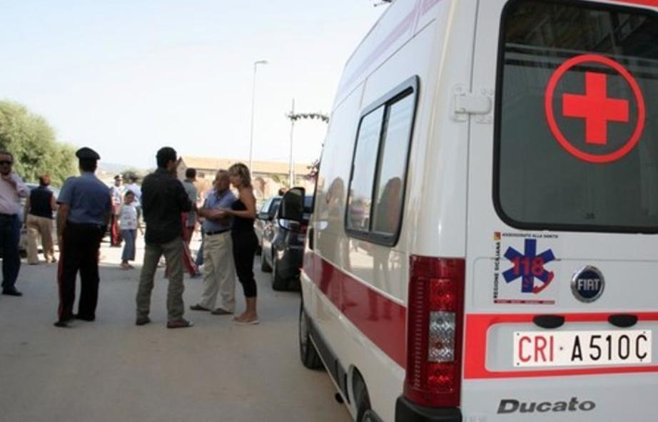 Incidente stradale a Canicattì, una Bmw X3 si ribalta: ferito in ospedale
