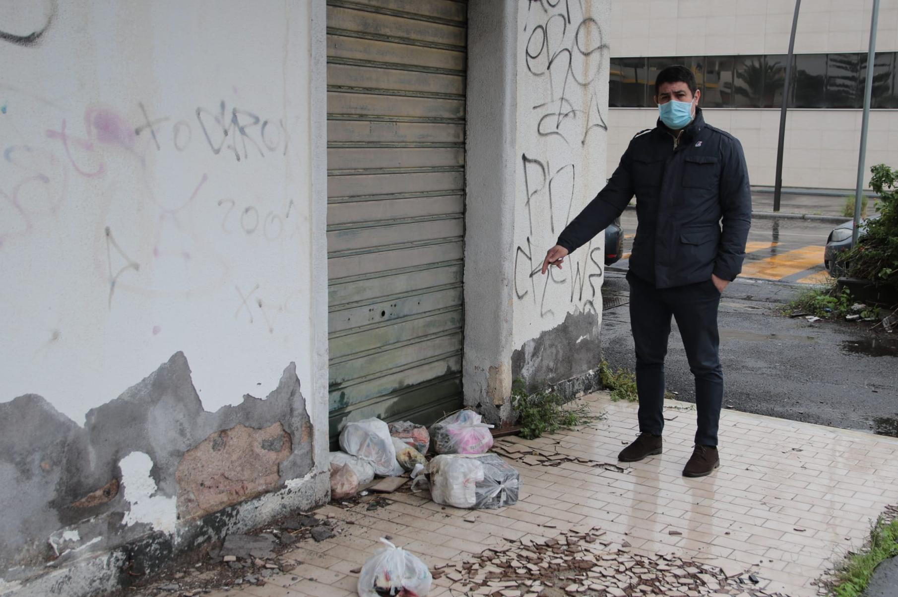 Catania, ex presidio dei vigili urbani diventato ricettacolo di spazzatura