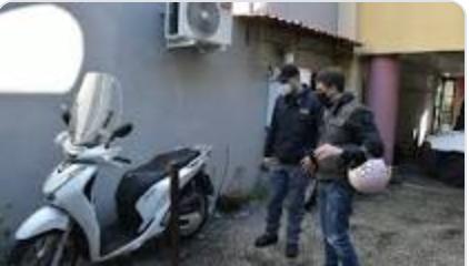 Il rider rapinato del motorino a Napoli, fermati pure due ventenni