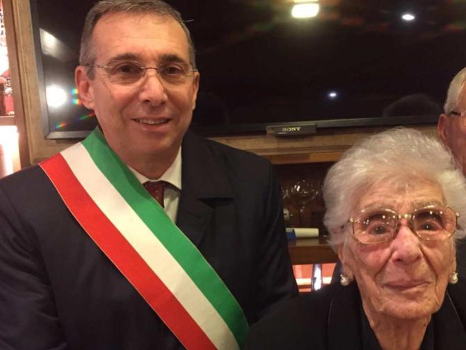 Castellammare del Golfo, festa intima per i 107 anni di nonna Caterina