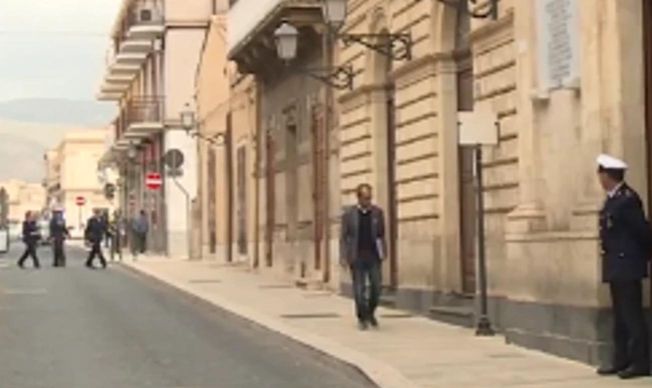 Avola, 'evade' e va ai Servizi sociali per chiedere più soldi: denunciato