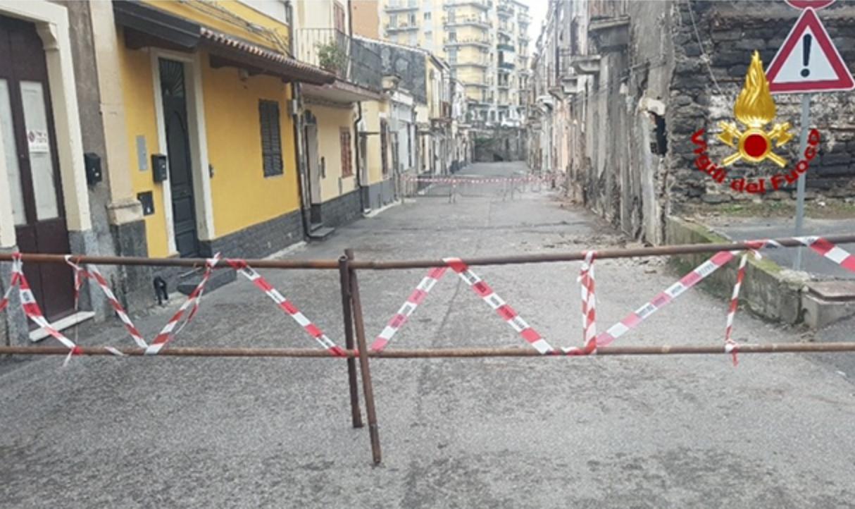 Catania, cedono pezzi di edifici comunali al Cibali: nessun ferito