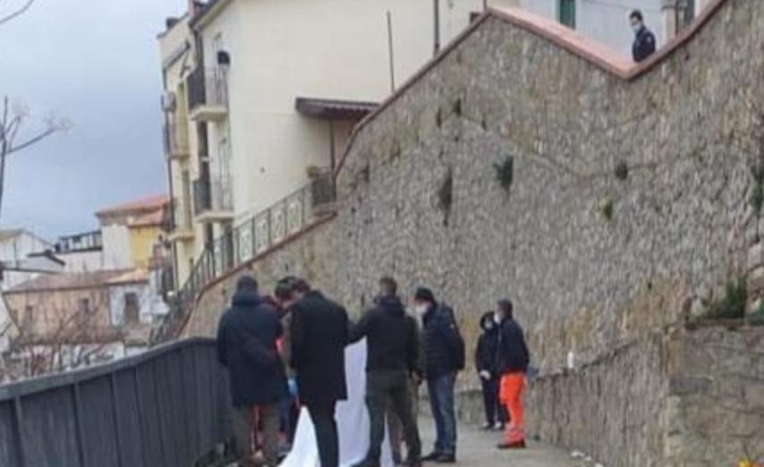 Ingegnere ucciso a coltellate nel Materano e un netturbino ferito