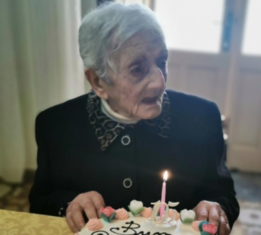 Nonna Concetta festeggiata a Salina per il suo 105 esimo compleanno