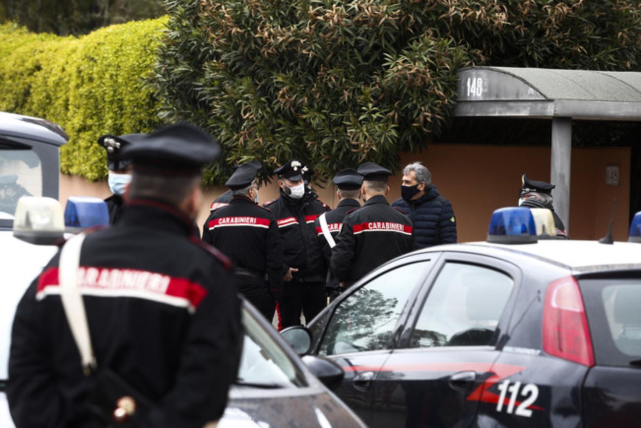 Orrore a Roma, uccide la madre con fiocina