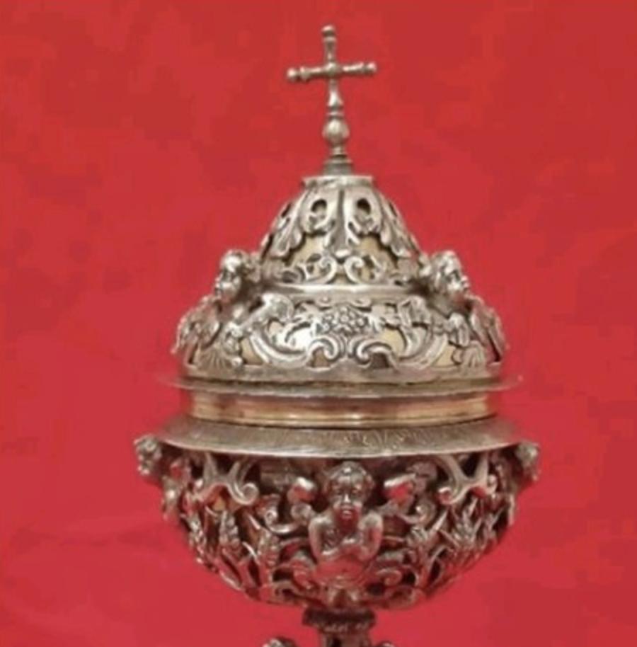 Recuperata una pisside rubata e consegnata alla Diocesi di Mileto - Nicotera - Tropea