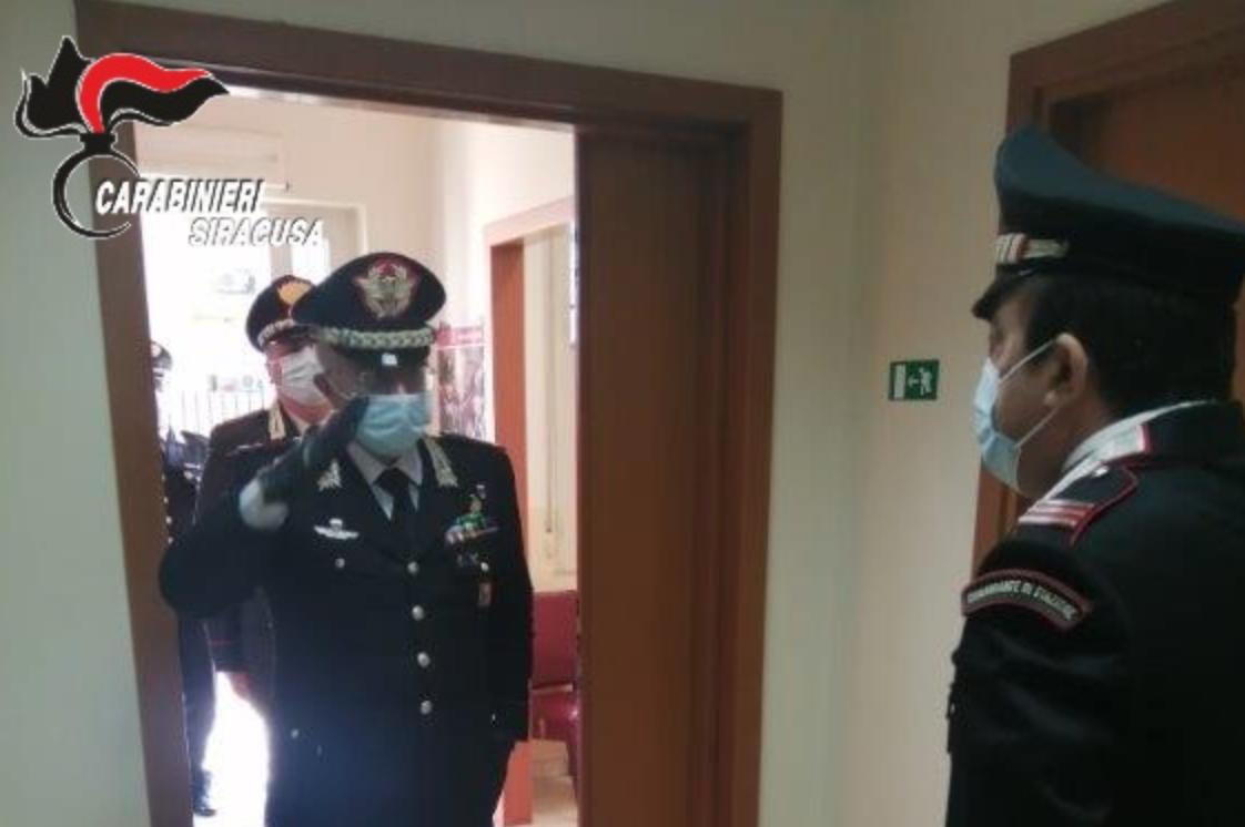 Il generale Castello in visita alle Stazioni di Pachino e della zona Nord