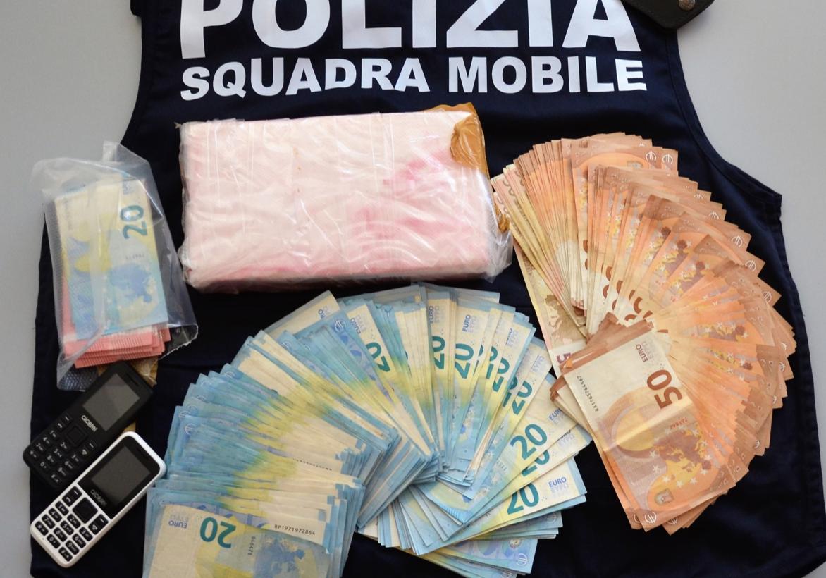 Bloccati sulla Scoglitti - Gela mentre trattano un chilo di 'coca': 2 arresti