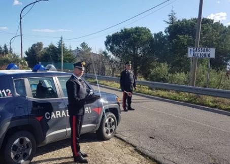 Nasconde la cocaina nell'ombelico, arrestato a Cassano allo Jonio