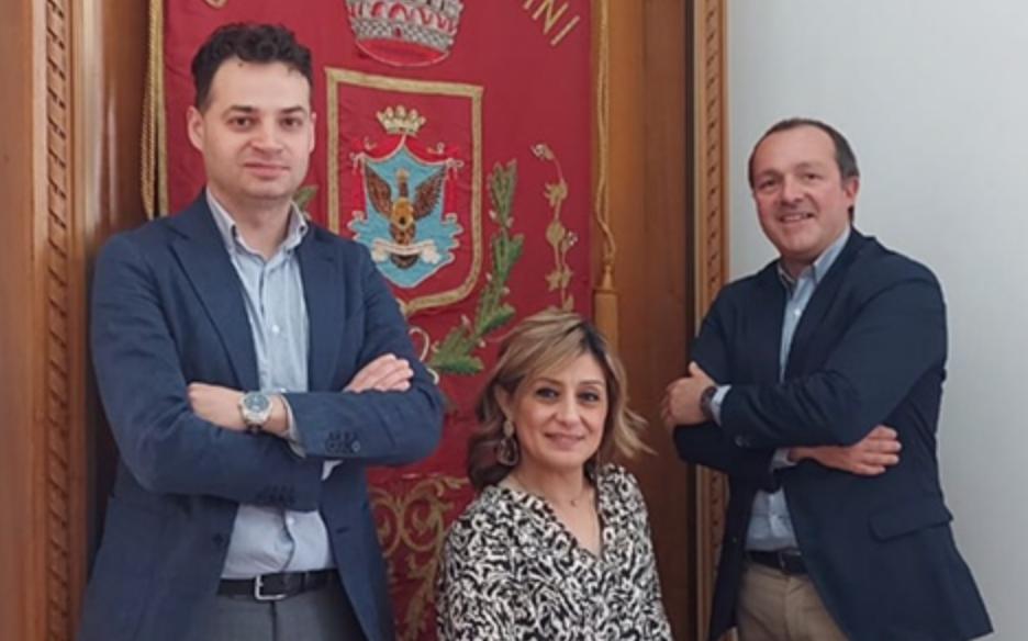 Anna Azzaro porta al Commissario  del Comune di Rosolini le istanze del M5s