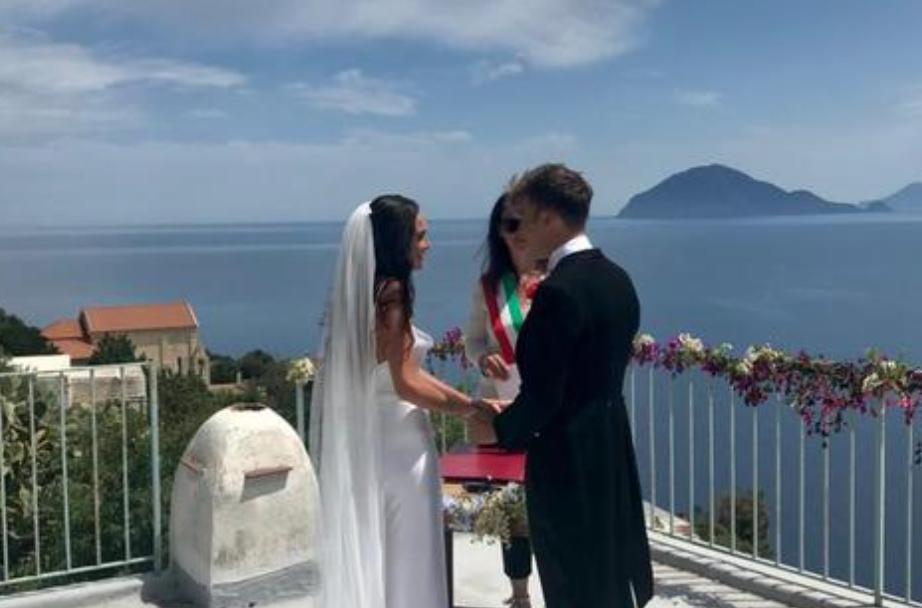Innamorati del mare, da Bordighera ad Alicudi per unirsi in matrimonio