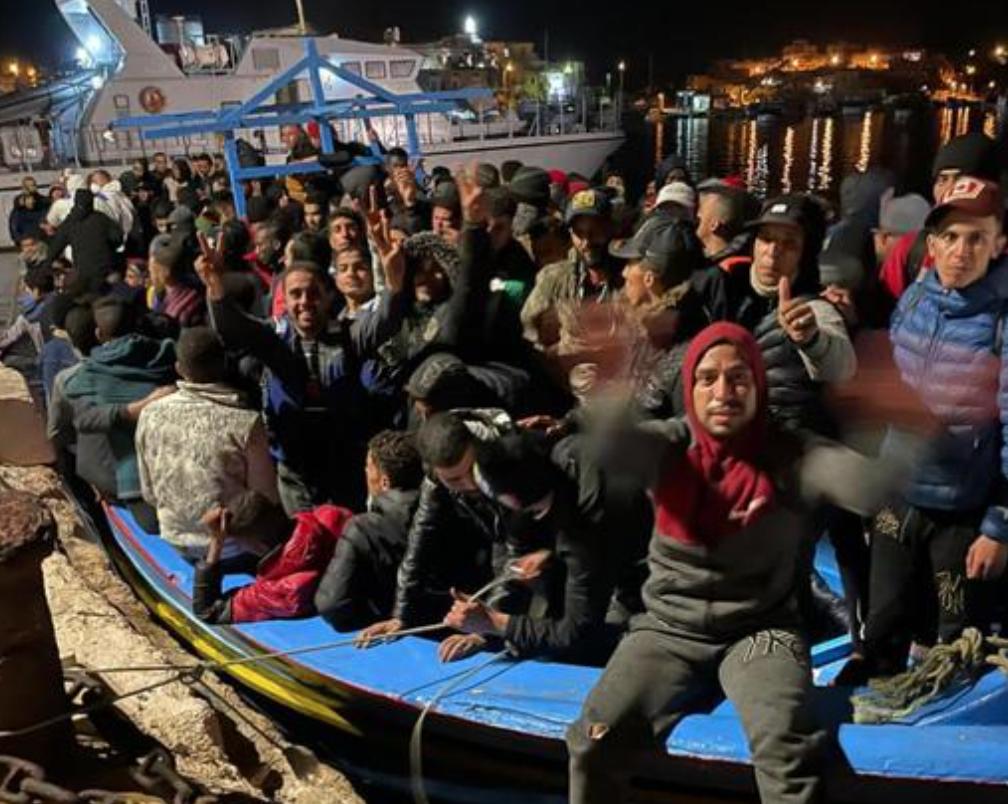 Lampedusa, sbarchi senza fine: arrivati nella notte 635 migranti