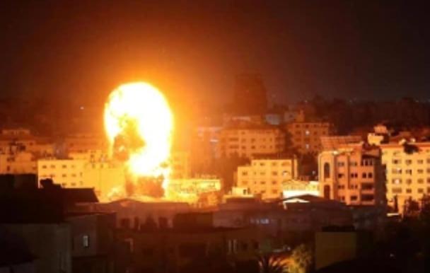 Altra notte di fuoco in Medio Oriente: attacchi d'Israele su Gaza