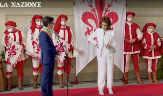 """Bagno di folla a Firenze per Sophia Loren, riceve le """"Chiavi della città"""""""