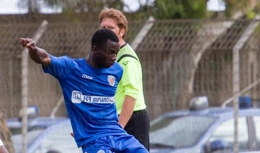 Calcio, il Siracusa batte l'Aci Sant'Antonio: azzurri in semifinale per la corsa in D