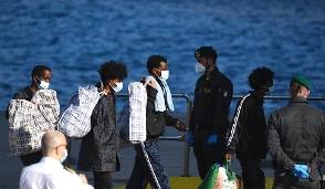 Due sbarchi in poche ore a Lampedusa, arrivati cento migranti all'Hotspot