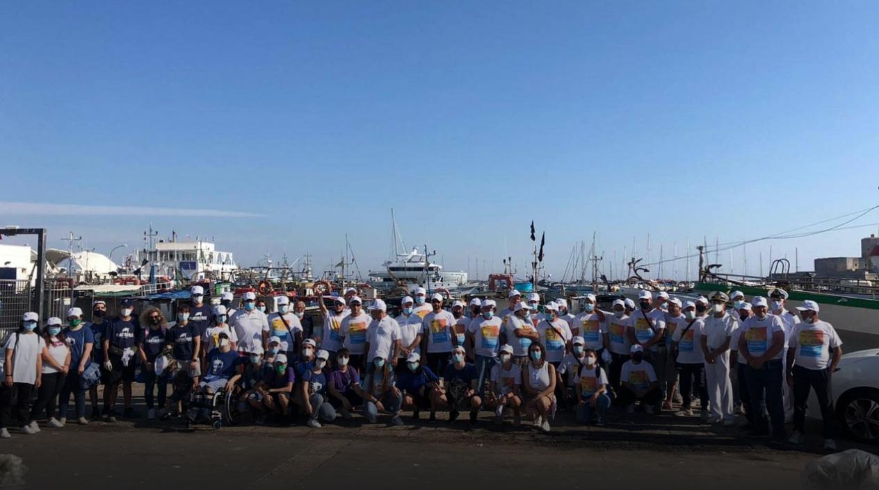Porto peschereccio di Trapani ripulito dai rifiuti