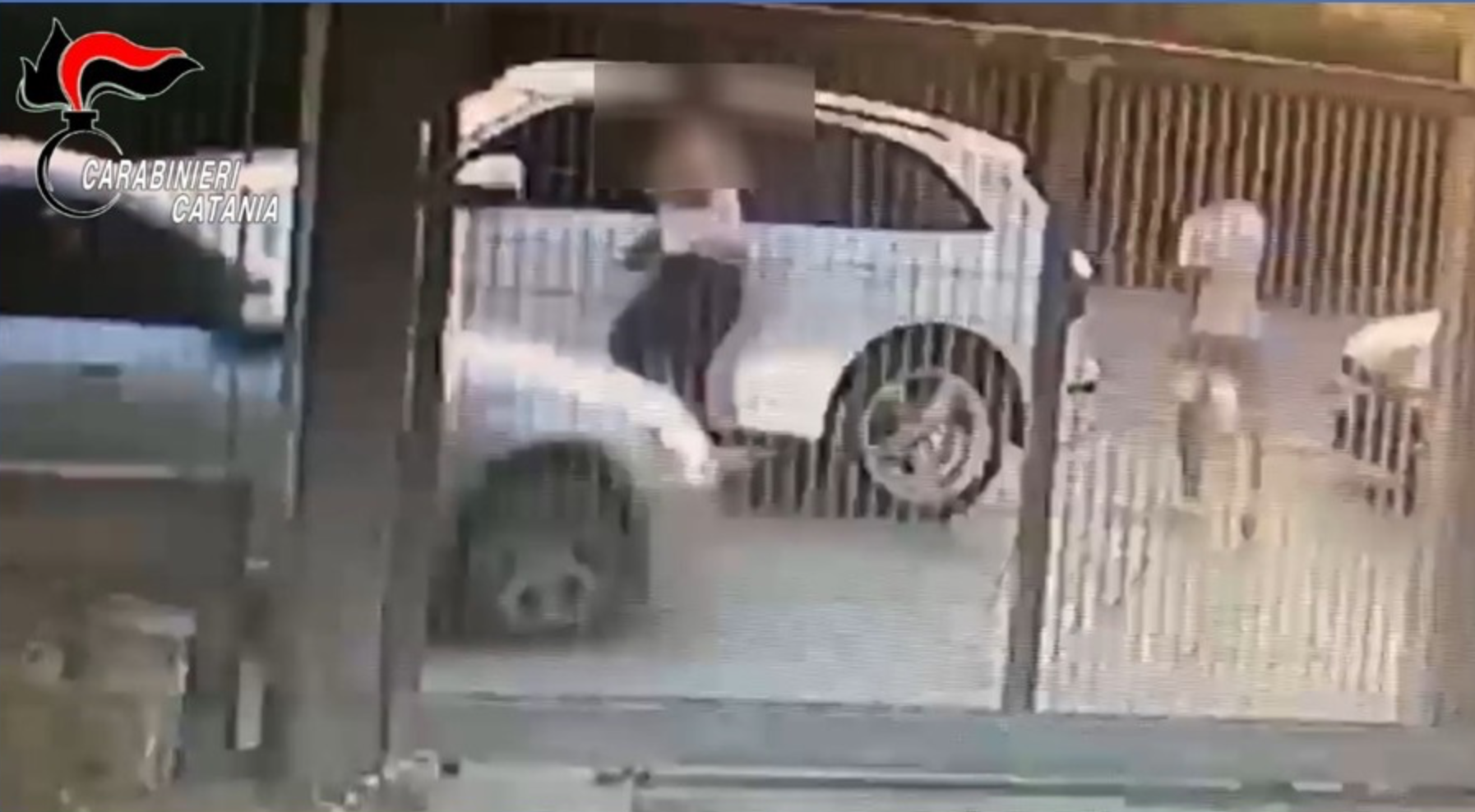 In auto tenta di travolgere cognato che lo accoltella: 2 arresti a Palagonia
