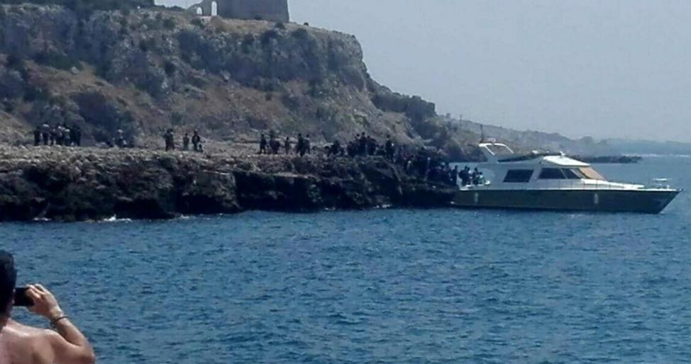 Migranti, sbarco in pieno giorno in spiaggia nel Salento