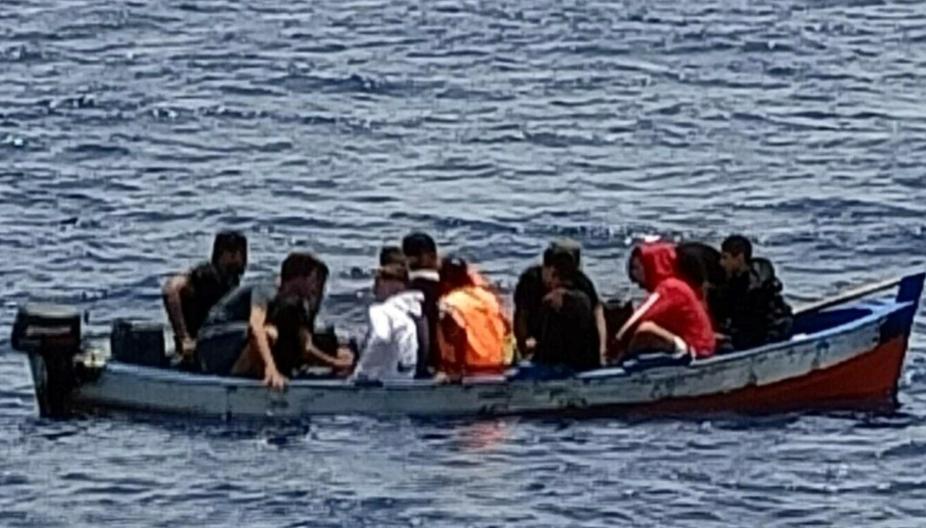Lampedusa, intercettato barchino con migranti tunisini