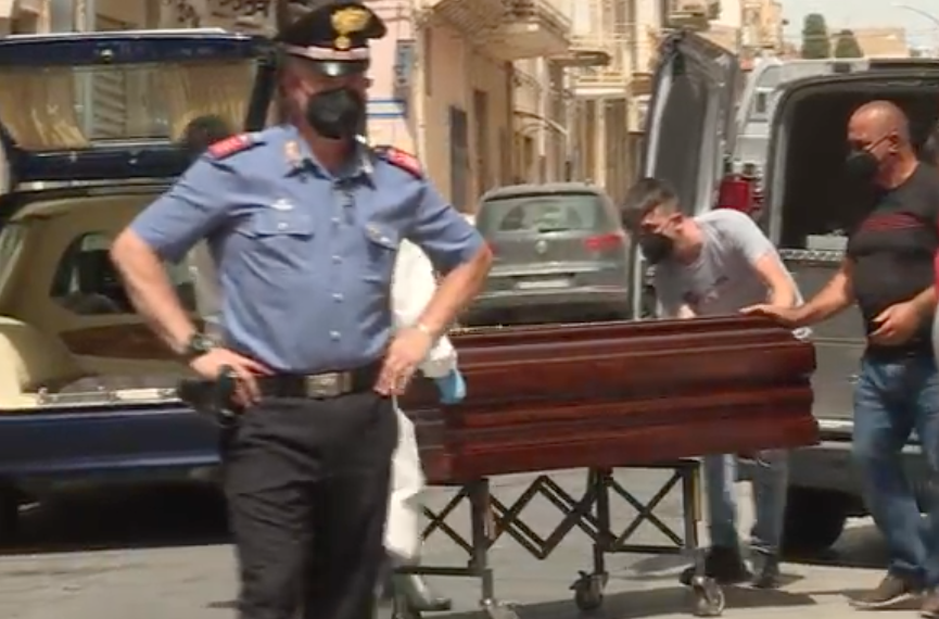 Tragedia a Ribera, spara alla moglie in testa: poi si toglie la vita