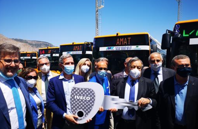 Palermo, consegnati 33 nuovi autobus all'Amat