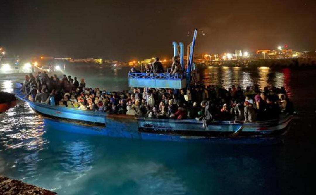 Dieci sbarchi di migranti nella notte a Lampedusa: arrivate 212 persone