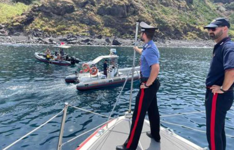 Materiale bellico ritrovato a 10 metri nei fondali del mare di Stromboli