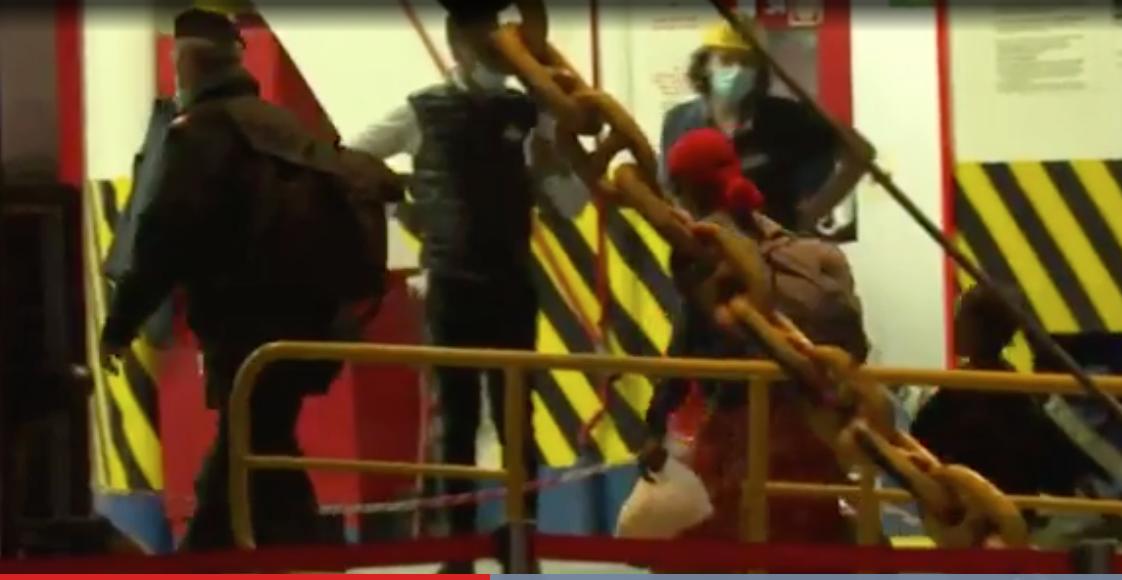 Lampedusa, 110 migranti trasferiti sulla terraferma
