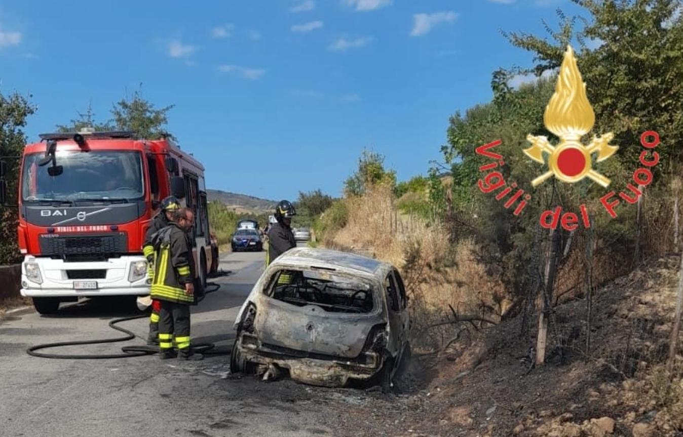 Melissa, auto prende fuoco: morta donna di 85 anni