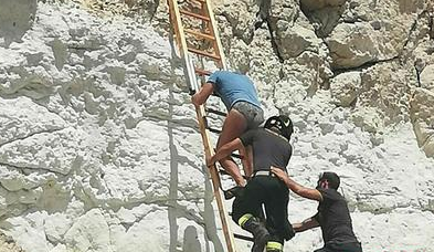 Turista sale su una  scogliera ma non sa scendere: salvato a Lampedusa
