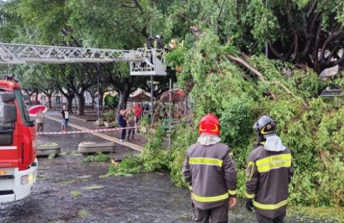 Maltempo, temporale si abbatte su Catania: oltre dieci voli dirottati