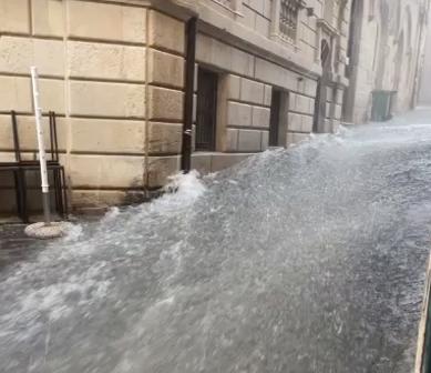 Siracusa, il nubifragio trasforma via Picherali in un torrente (IL VIDEO)