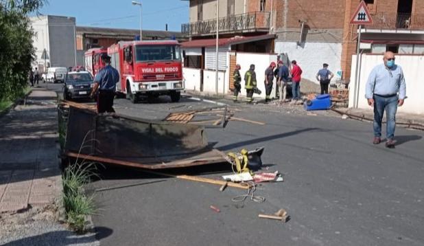Esplosione distrugge una bottega nel Messinese