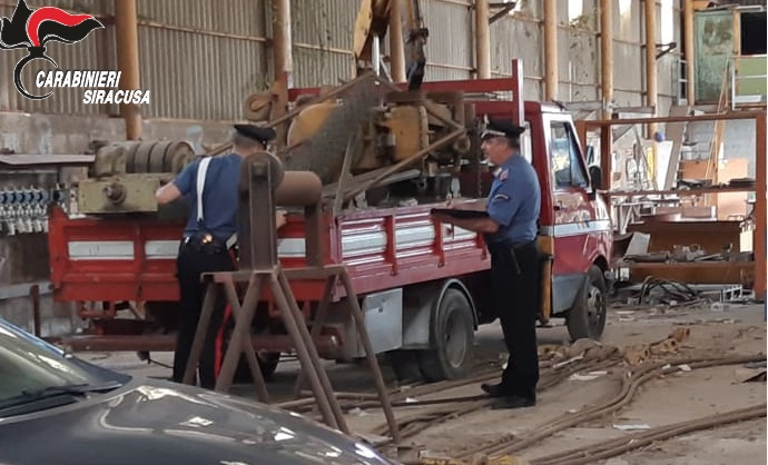 Rubano ferro a 'outlet' dismesso: 2 arresti a Priolo