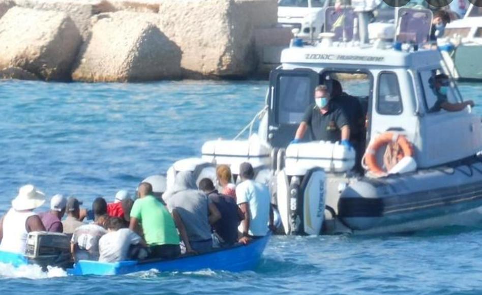 Tre sbarchi a Lampedusa, arrivati 222 migranti