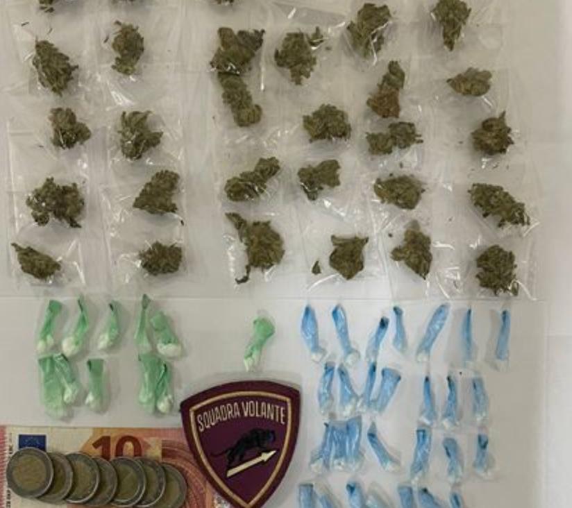 Siracusa, bloccato in via Santi Amato con marijuana e coca: arrestato