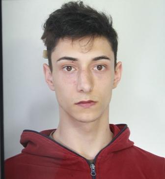 """Armi e droga al """"palazzo di cemento"""" a Librino, un arresto"""