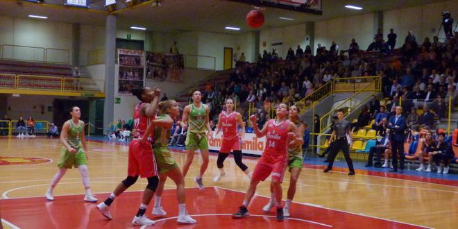 Basket donne, la rivincita di Ragusa: espugnato il parquet delle Orange di Schio