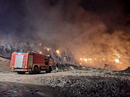 Incendi, in fiamme una discarica a Sciacca: indagano i carabinieri