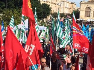 """I sindacati confederali in 9 piazze della Sicilia per chiedere """"lavoro, sviluppo e legalità"""""""