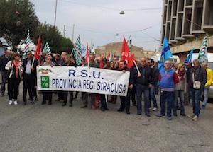 Ex Provincia di Siracusa nel caos, sciopero e corteo dei dipendenti