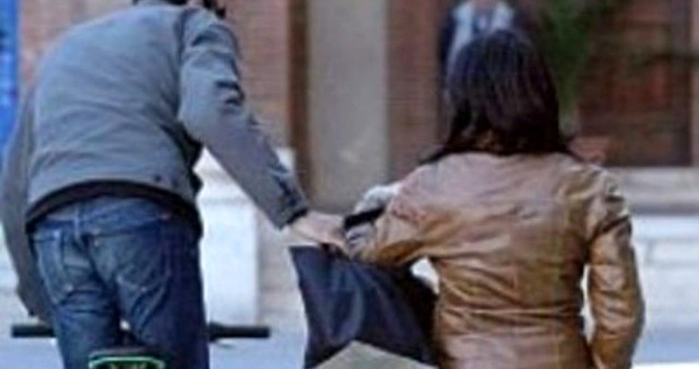 Tre scippi a Siracusa in cinque ore: donne nel mirino del malvivente