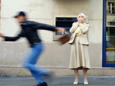 """Alcamo, """"scippi"""" contro gli anziani: arrestato un sedicenne"""