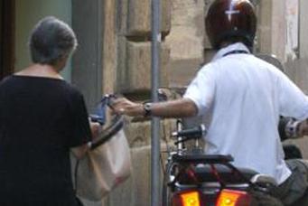 Scippò due donne anziane a Lentini: finisce in cella a Cavadonna