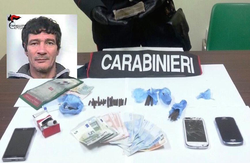 Droga e soldi in contanti, arrestato a Scoglitti presunto pusher