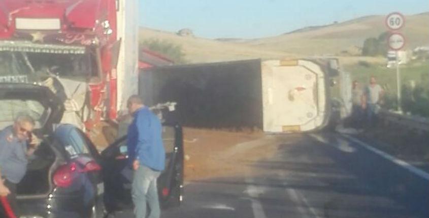 Incidente fra due mezzi pesanti: chiuso tratto della Gela-Licata